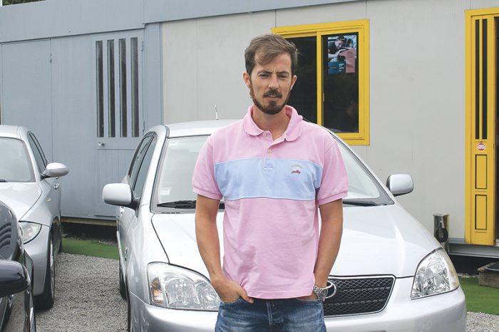 Um stand automóvel próximo do cliente
